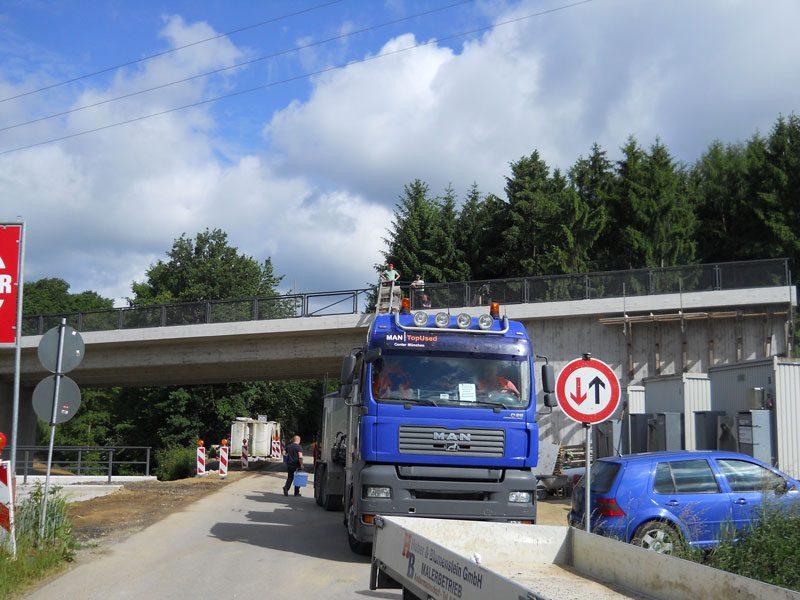 Arbeiten an einer Brücke in Reisbach